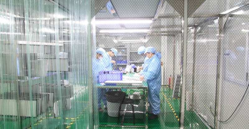 outdoor LCD display production workshop